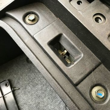 マジェスティ125 シートキャッチ調整